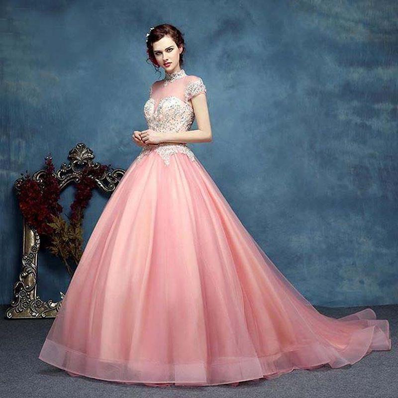 c95ff242e فستان راقي من اللون الاسود لإطلالة خاطفة للانظار