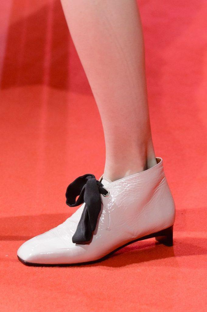احذية-الكاحل-بالشرائط