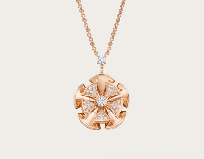 سلسلة-بالذهب-الوردي-من-بولغاري