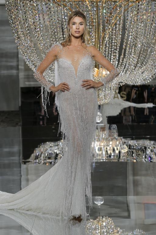 فستان-زفاف-بذيل-طوبل-من-برونوفياس