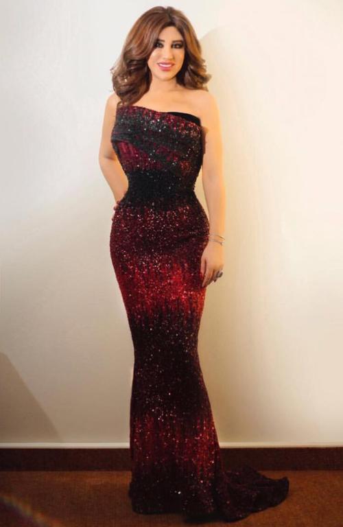 bd48548f1 فستان راقي يُعد علامة مميزة على الإطلالة الخلابة للفنانة نجوى