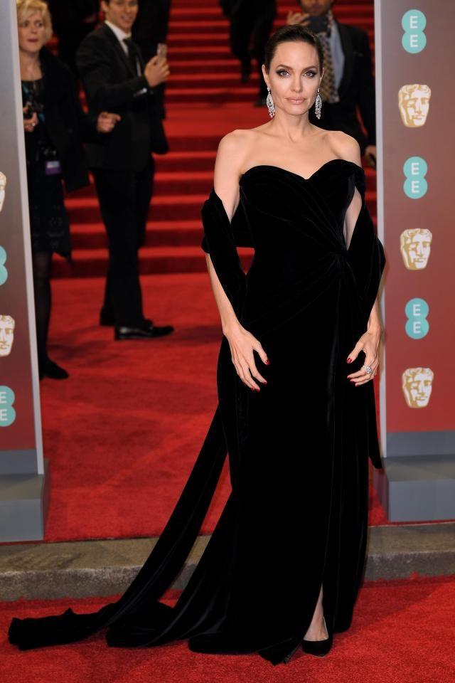 فستان انجلينا جولي