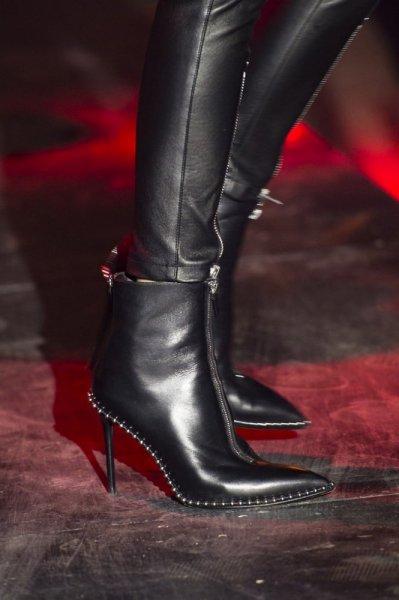 حذاء-مختلف
