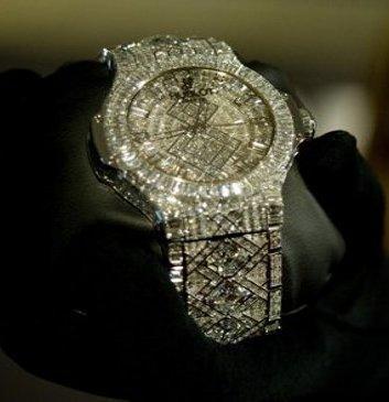 ساعة يد ماسية