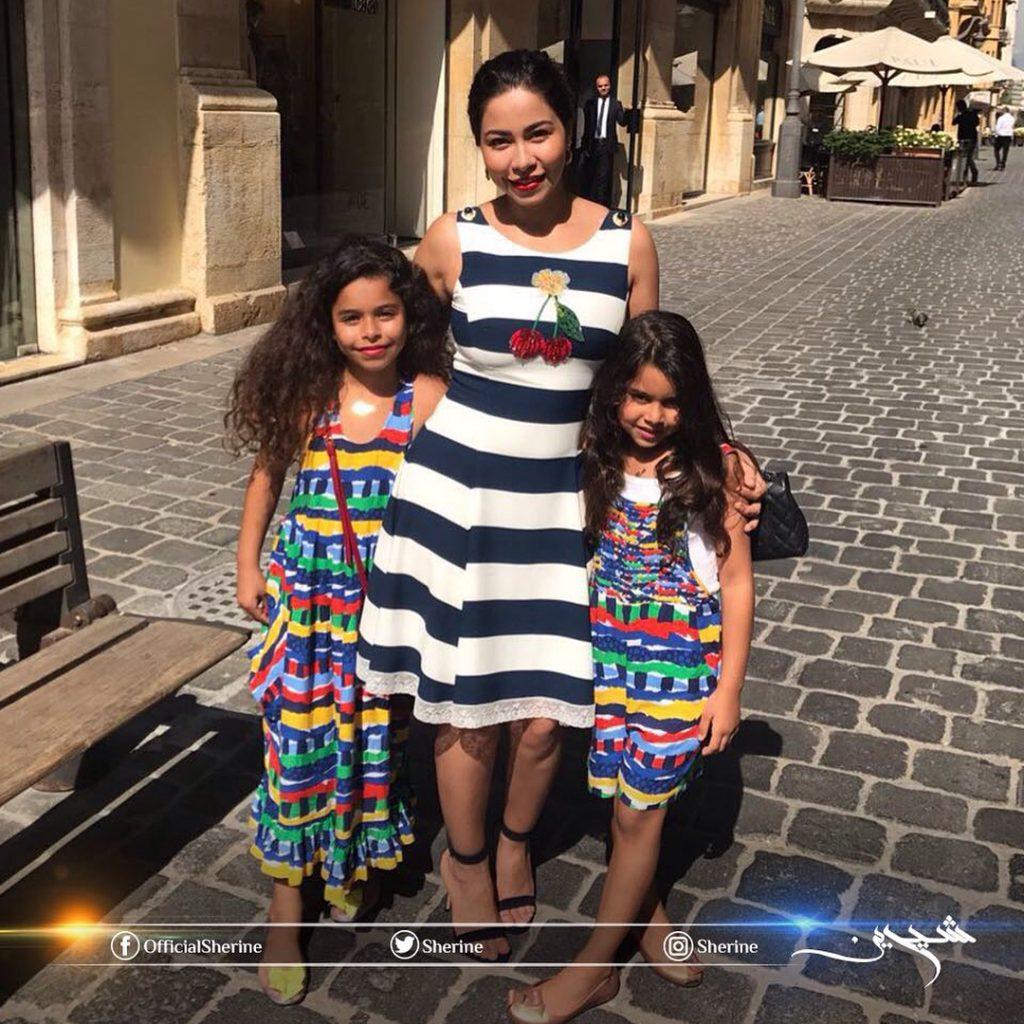 شيرين-مع-ابنتيها-مريم-وهنا