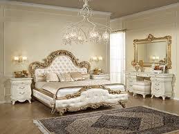 غرف نوم كلاسيك باللون الذهبي   الراقية