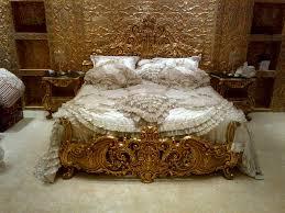غرف باللون الذهبي6