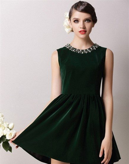 8e376fd6785fc فستان قصير باللون الاخضر الغامق مطرز باللون الفضي