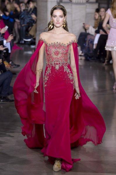 فستان-باللون-الاحمر