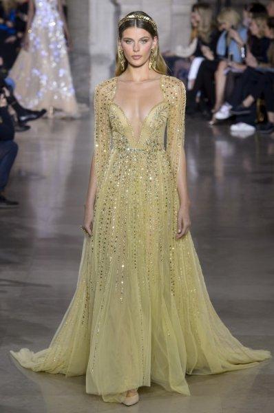 فستان-باللون-الاصفر