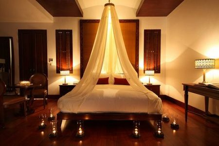إضاءة رومانسية لغرفة النوم