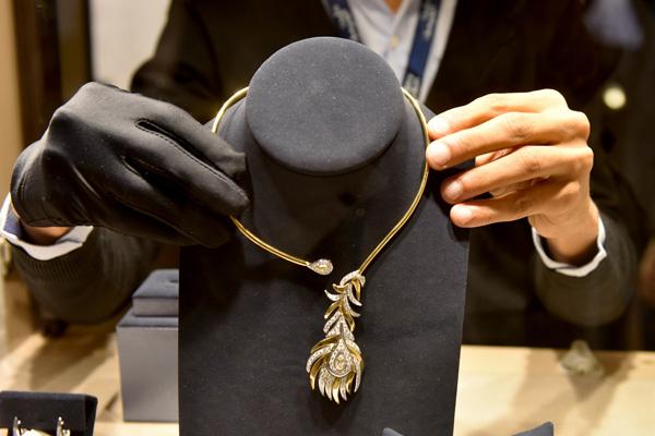 مجوهرات نسائية من الذهب