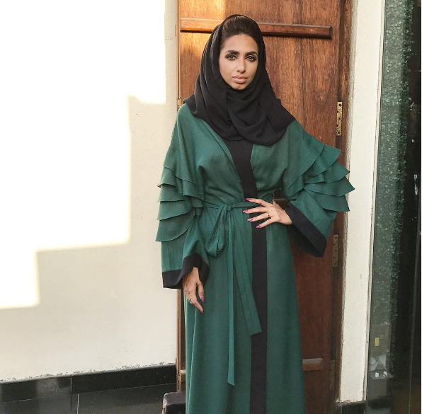 f210c5db49d43 عبايات خليجية سوداء اماراتية 2018