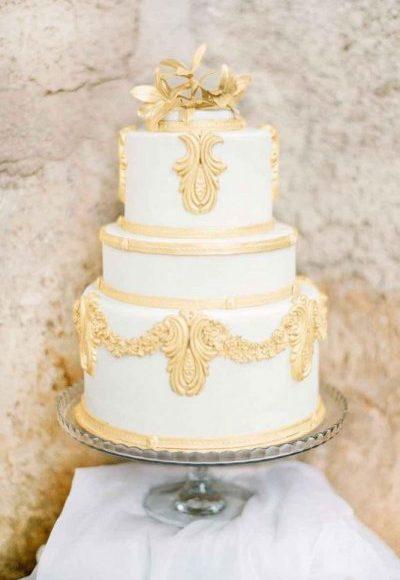 تورتة زفاف أبيض وذهبي