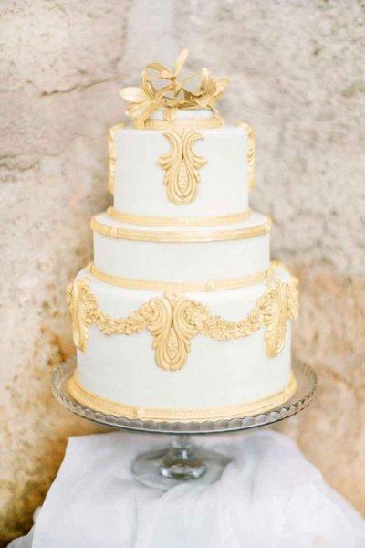 تورتة-زفاف-ابيض-وذهبي
