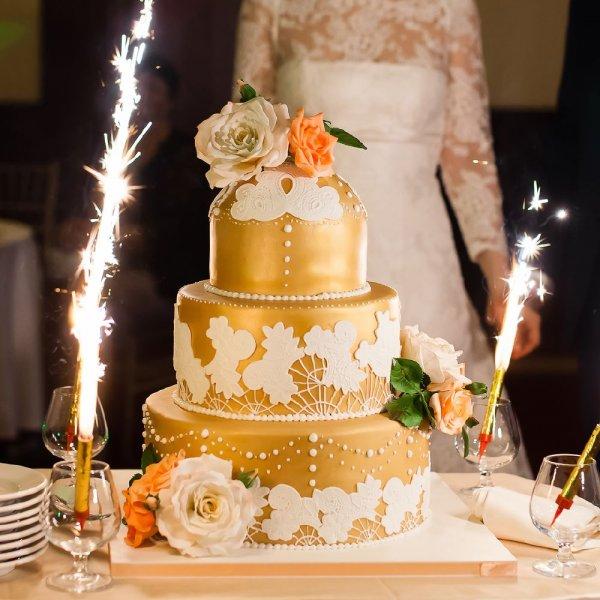 تورتة-زفاف-ذهبية