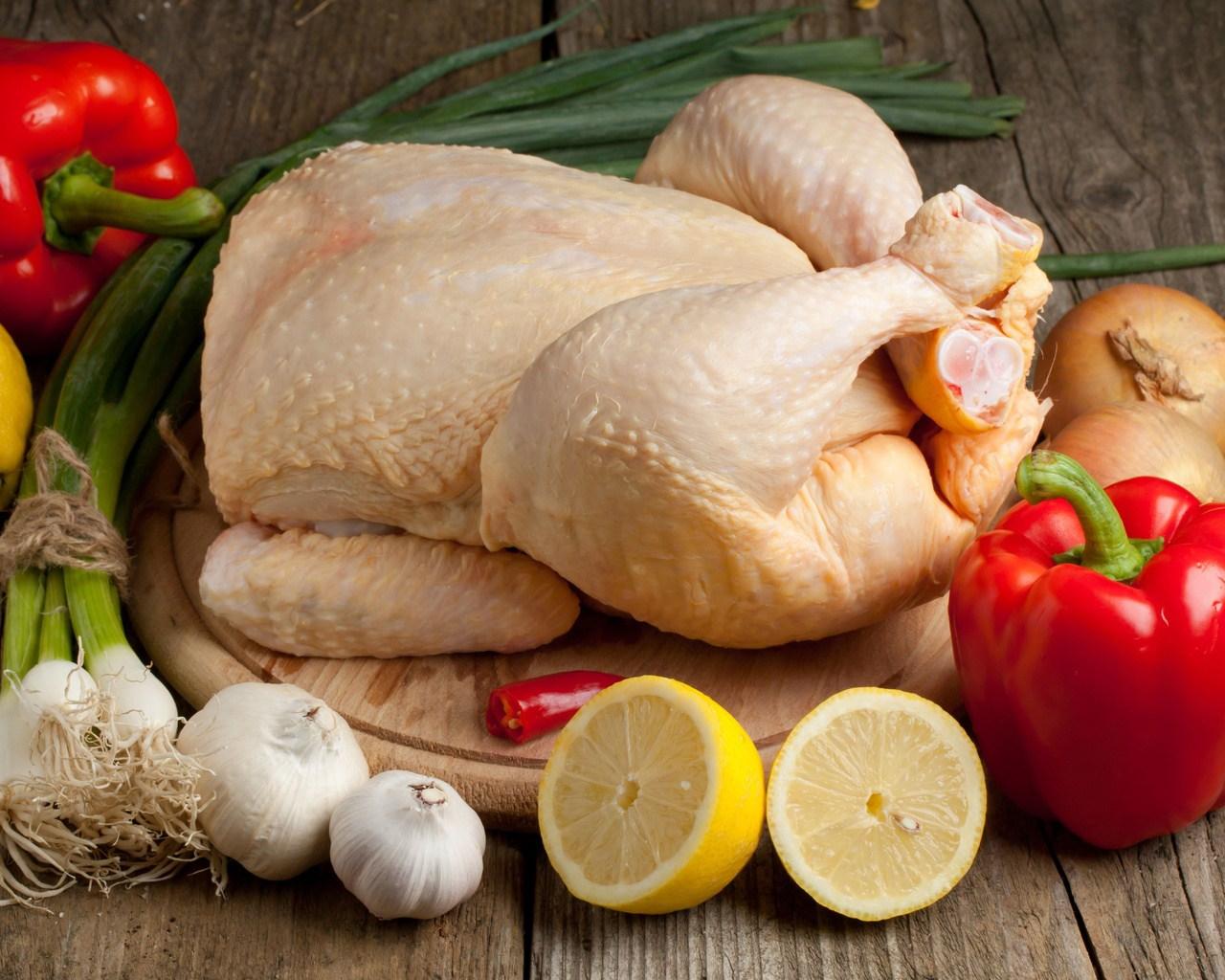 طريقة تنظيف الدجاج من الزفر