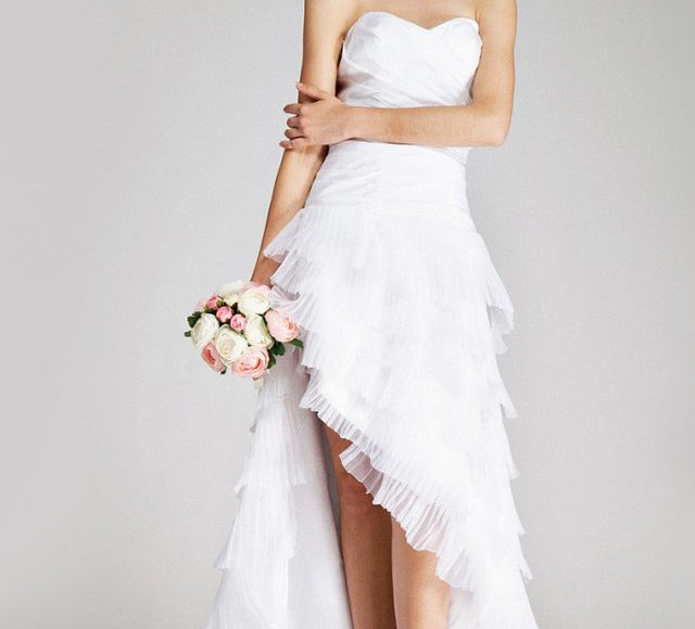 فستان زفاف بفتحة جانبية