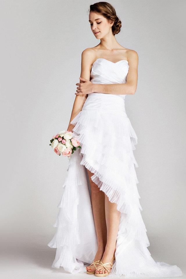 فستان-زفاف-بفتحة-جانبية