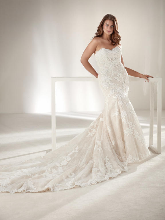 فستان-زفاف-ذيل-طويل