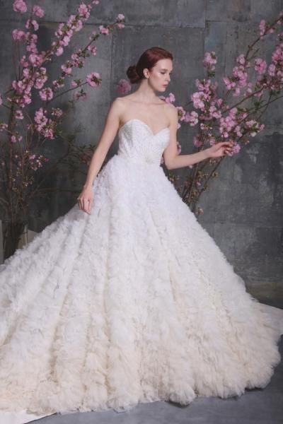 فستان-عروس-بتنورة-واسعة