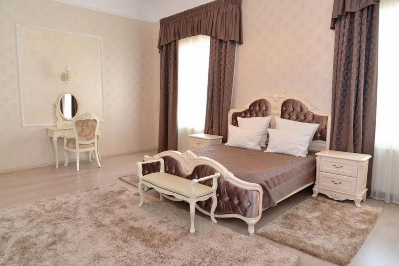 ورق-الجدران-سادة-في-غرفة-النوم