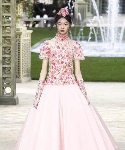 فستان من شانيل