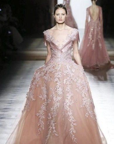 فستان من طوني ورد
