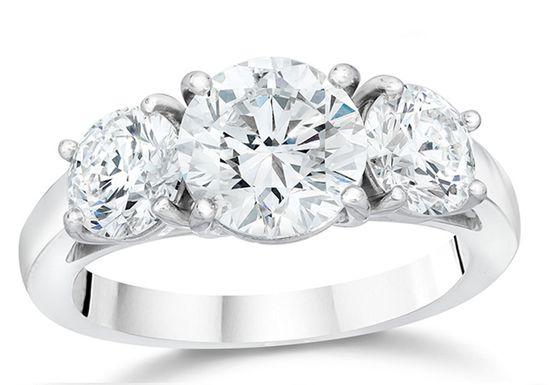 الخاتم الملكي بالثلاث فصوص