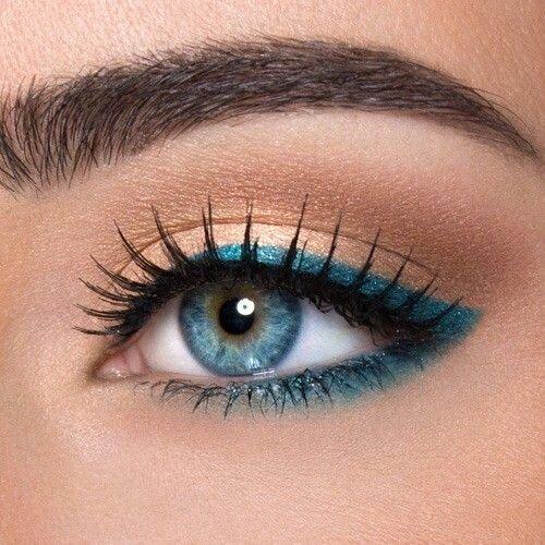 الأزرق المتألق على عينيك
