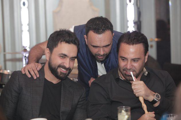 فارس الغناء -مع-نادر-ويتوسطهما-علي-الأتات