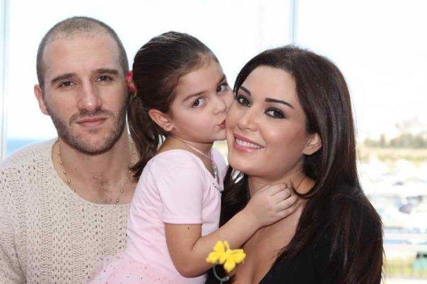 سيرين عبد النور مع زوجها وابنتها