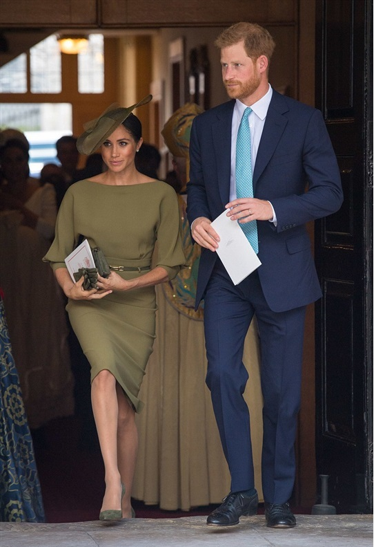 ميغان-مع-زوجها-في-حفل-تعميد-الأمير-لويس