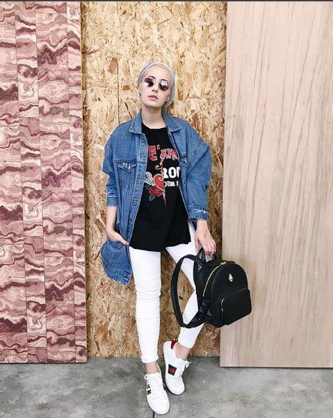 المدونة-آسيا-بالجاكيت-الطويل