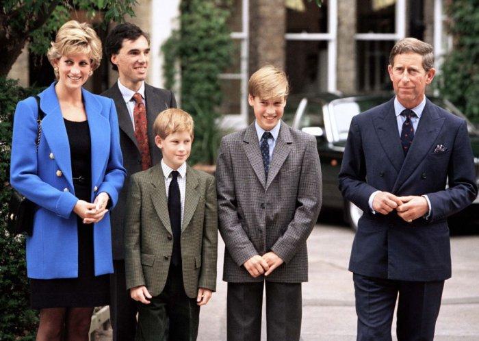الأميرة ديانا والأمير تشارلز مع ابنائهم