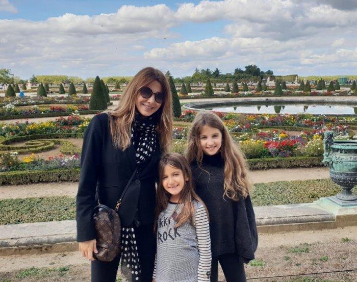 نانسي مع ابنتيها