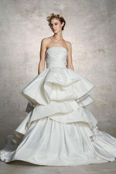 فستان-بتنورة-منفوشة-مع-طبقات-اقمشة