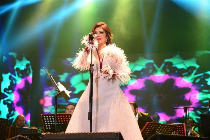 أصالة تغني على المسرح