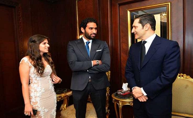 علاء مبارك والعروسين
