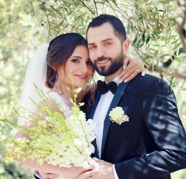 محمد باش مع زوجته