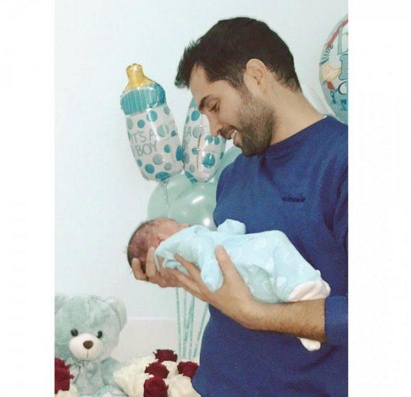 محمد باش يتأثر فور رؤية طفله