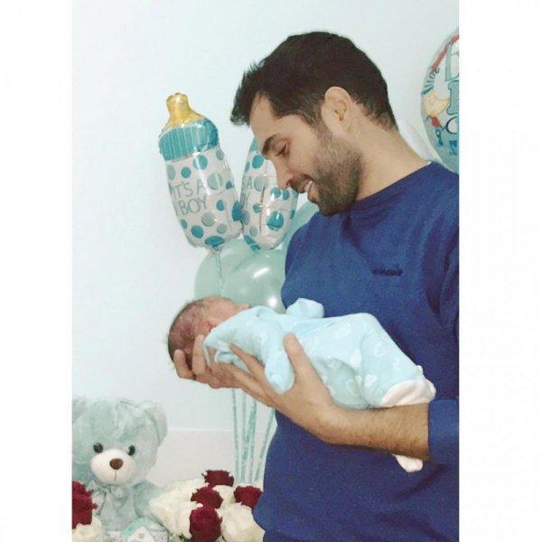 محمد-باش-يتأثر-فور-رؤية-طفله
