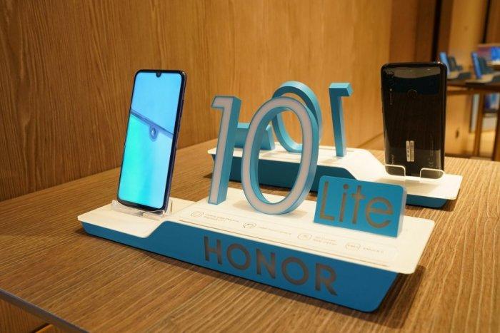 هونر تختتم عام 2018 بإطلاق أيقونتها الجديدة HONOR 10 Lite