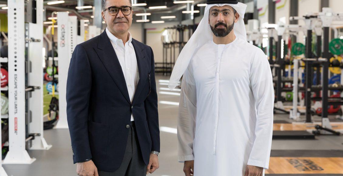 من اليسار لليمين: ظافر طاهر مؤسس ماكس آند إيغل ومحمد الخياط نائب رئيس الشؤون التجارية والمنطقة الحرة بمجموعة ميدان