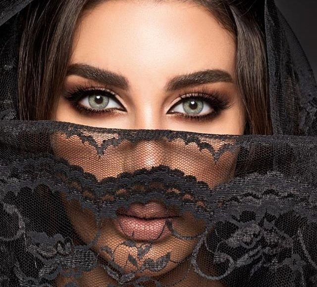 ياسمين صبري بالعيون الخضراء