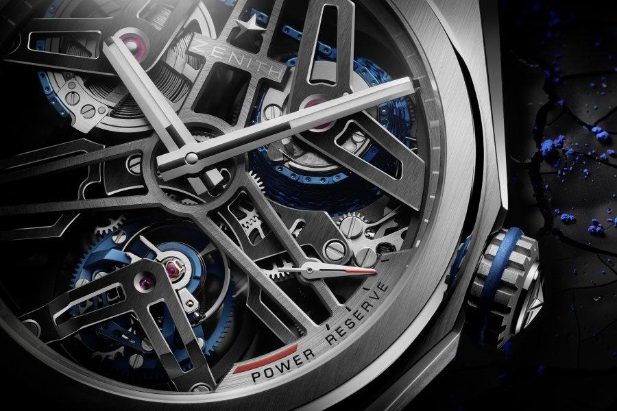Zenith تكشف عن ساعة جديدة بإصدارين من الكربون والبلاتين