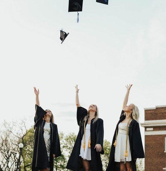 ملابس التخرج 2019