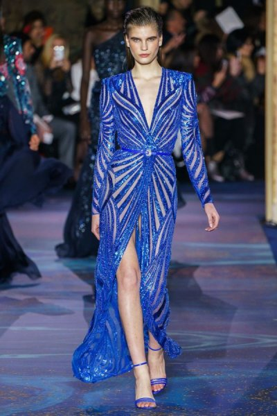 صورة فستان سهرة طويل باللون الأزرق الزهري  مناسب للخطوبة