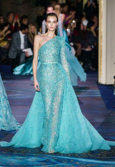 صورة تصميم فستان سهرة طويل باللون الأزرق السماوي مناسب للخطوبة