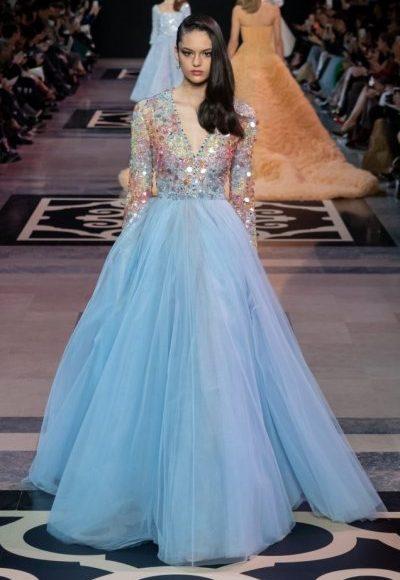 فستان سهرة طويل باللون الأزرق السماوي مناسب للخطوبة